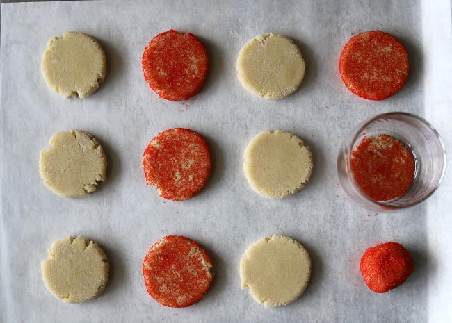 Making gluten-free sugar cookies different colors