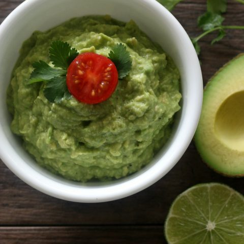 Easy Homemade Guacamole Recipe (Gluten-free)