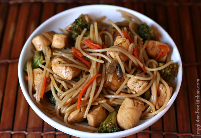 Gluten-free Chicken Lo Mein with veggies