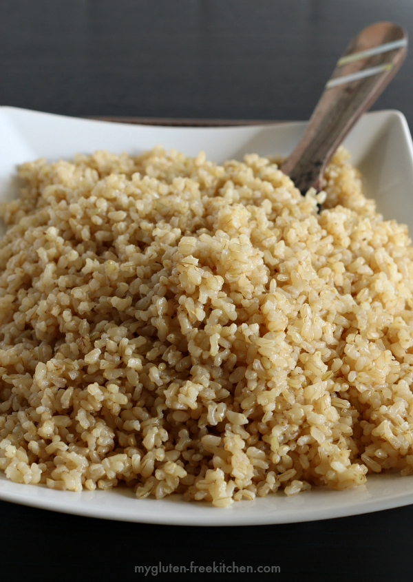 Easy Baked Brown Rice. Such an easy recipe to go along with your gluten-free main dishes.